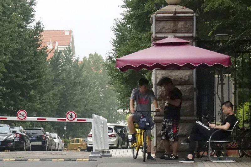 劉霞在北京的寓所被國保嚴密看守,進出都會受到盤查。(美聯社)