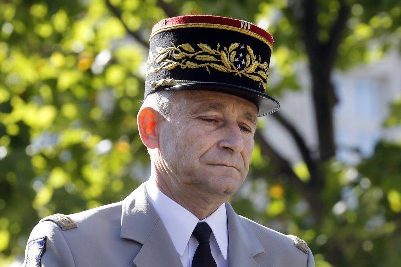法國前任參謀總長德維里耶(Pierre de Villiers)鬧翻(AP)