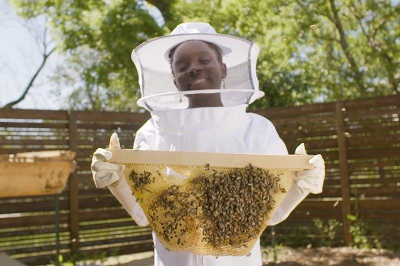 小女孩用蜂蜜檸檬水創業,她的故事告訴我們,也許成功的機會就在身邊!(圖/擷取自Youtube)