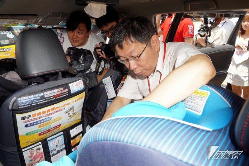 台北市長柯文哲宣導兒童安全座椅。(資料照/蘇仲泓攝)