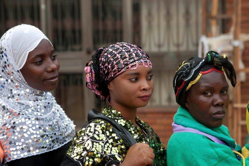 許多烏干達女孩因為買不起衛生棉,月經來時只能缺課,最後甚至輟學(AP)