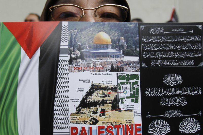 以色列政府封鎖巴勒斯坦在耶路撒冷的聖地,讓許多穆斯林的非常不滿,連遠在馬來西亞的穆斯林也在美國大使館外抗議。(美聯社)