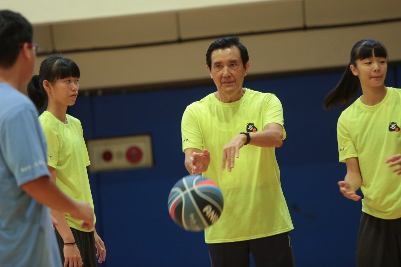 20170722-前總統馬英九22日出席「挑戰自己-新台灣人公益籃球訓練營」。(顏麟宇攝)