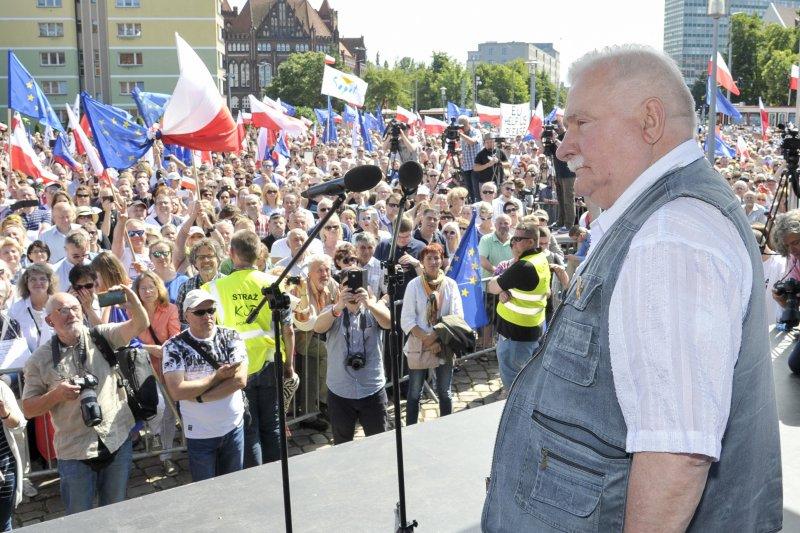 波蘭前總統華勒沙呼籲年輕世代,起身捍衛司法獨立(AP)