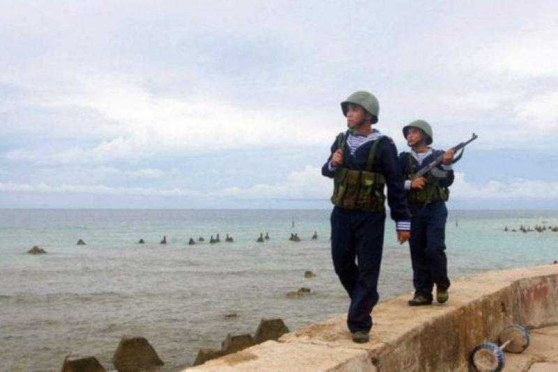 中國與越南在南海主權上一直有爭端。圖為越南士兵在南沙群島巡邏。(BBC中文網)