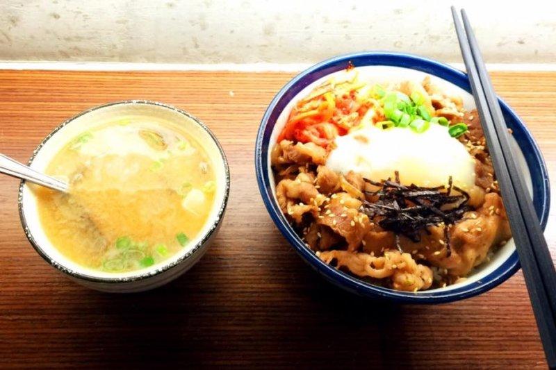 以下10家捷運台北橋站周圍的美食,值得一訪!(圖/夜葉食堂@facebook)