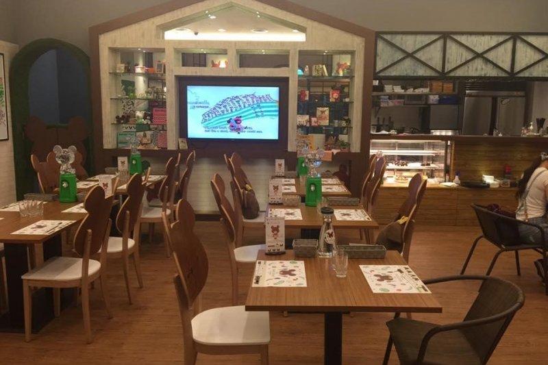 在可愛輕鬆的餐廳氛圍裡,親子可以一起認識12隻可愛小熊的療癒身影(圖 / 小熊學校快樂廚房@facebook)