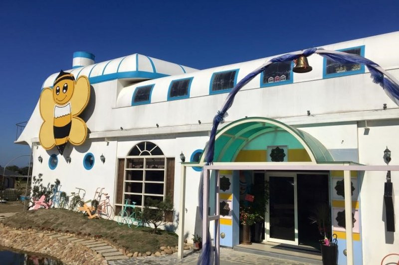 61蔚藍海是位於台61線上的獨特親子餐廳,有趣的設計讓親子在用餐過程中增添不少樂趣(圖 / 61蔚藍海@facebook)