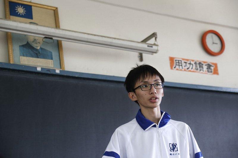 跳脫台灣教育框架,年僅15歲的周奕勳休學後到北京擔任正式工程師。(圖/侯俊偉攝,數位時代提供)