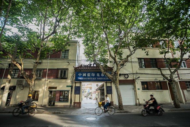 上海長樂路短短約3公里,是舊時上海法租界的一條狹窄馬路,房價可能是全上海(中國)最貴的。(取自book.com)