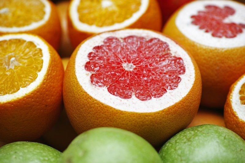 水果要吃才能切?事實上切好的水果跟整顆未切的水果比較起來,營養的流失可能比您想像的還少!(圖/Engin_Akyurt@pixabay)