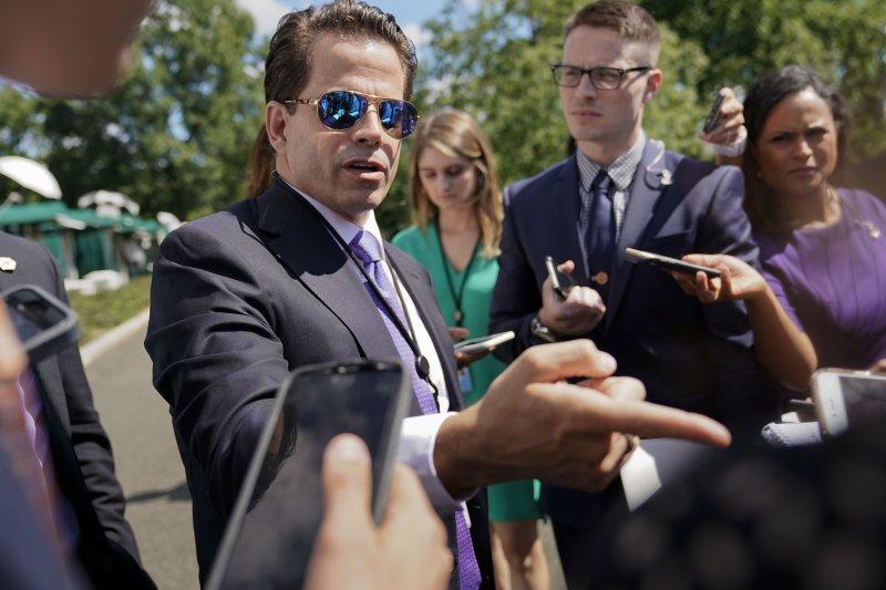 7月25日,史卡拉穆奇在白宮與記者說話(AP)