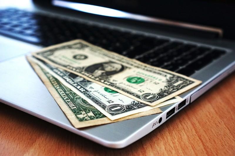 伊朗面臨經濟危機,美國又恢復制裁措施,伊朗貨幣里亞爾兌美元匯率來到10萬里亞爾兌1美元價位史上新低。(資料照,示意圖/Pixabay)