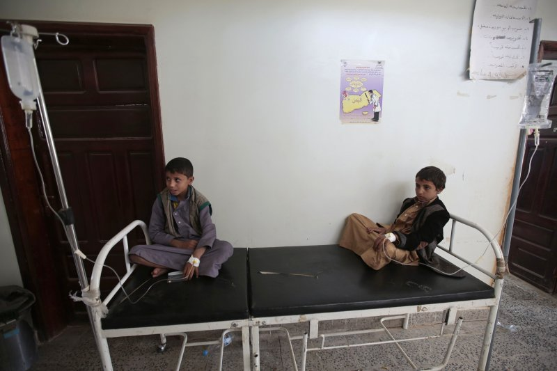 葉門爆發霍亂,每35秒,就有一名葉門兒童感染霍亂,許多孩童亟需救助(AP)