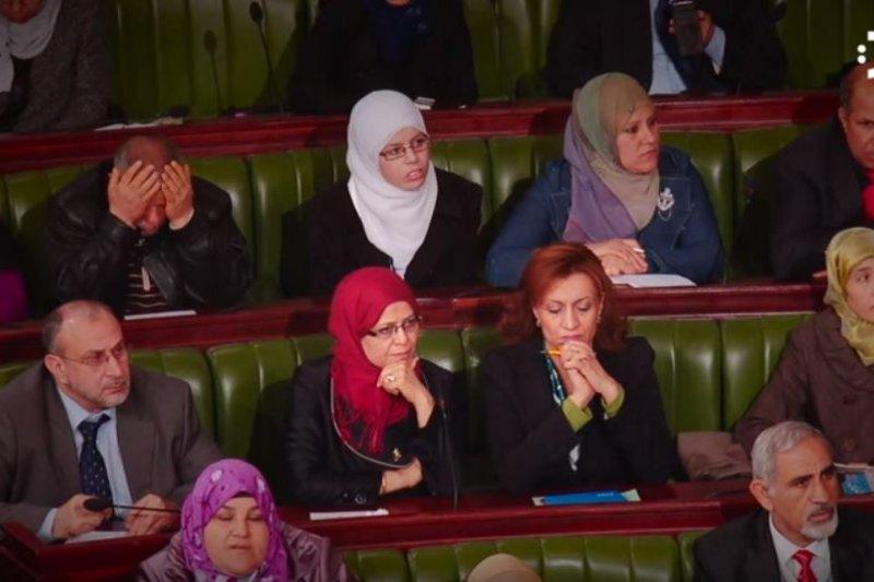 突尼西亞議會通過新法,保護婦女免受各種形式的暴力威脅。(截圖自YouTube)