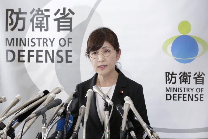 日本防衛大臣稻田朋美28日舉行記者會,正式宣布辭職(AP)