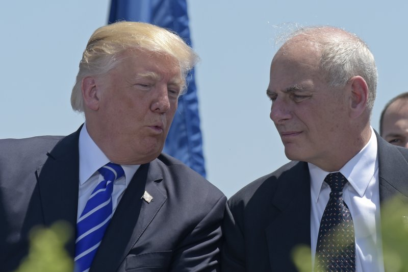 2017年7月28日,美國總統川普(左)宣布由國土安全部長、退役陸戰隊四星上將凱利(John Kelly,右)接任白宮幕僚長(AP)