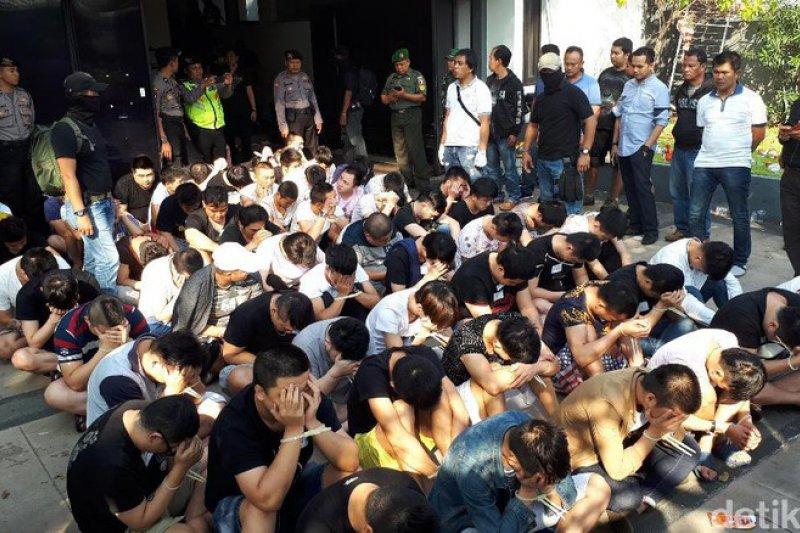 印尼警方29日大規模逮捕電信詐騙犯,其中有69名台籍嫌犯。(資料照,翻攝自Detik.com)
