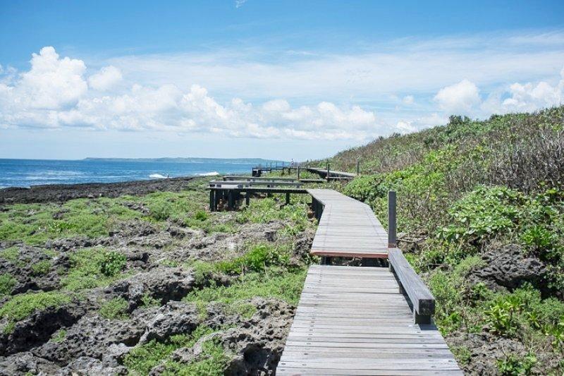 在台灣的最南端沿著海岸線走,彷彿置身於度假勝地。(圖/manginwu@flickr)