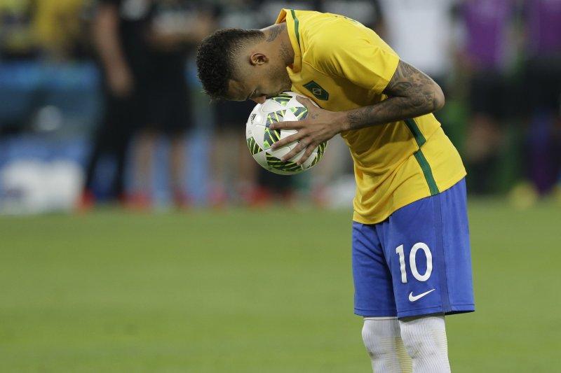 巴西里約奧運1周年:巴西足球金童內馬爾在奧運冠軍戰踢走德國,為巴西摘下金牌(AP)