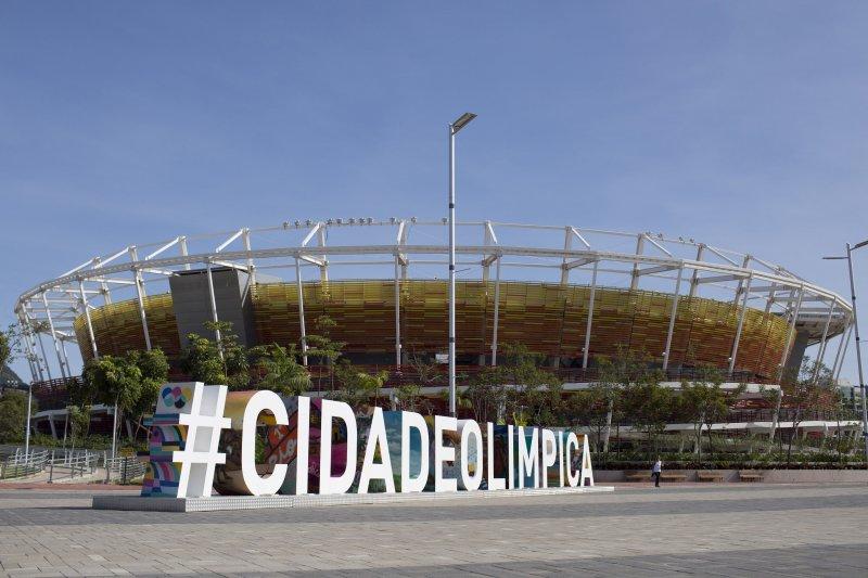 巴西里約奧運1周年:里約奧運網球場館前仍有「奧運之都」(#CIDADEOLIPICA)的字樣(AP)
