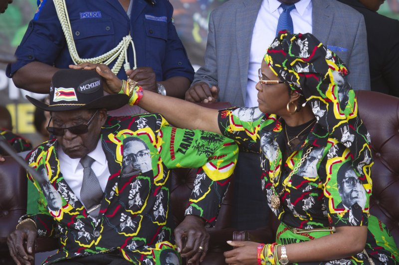 辛巴威總統穆加比與第一夫人葛雷絲(AP)