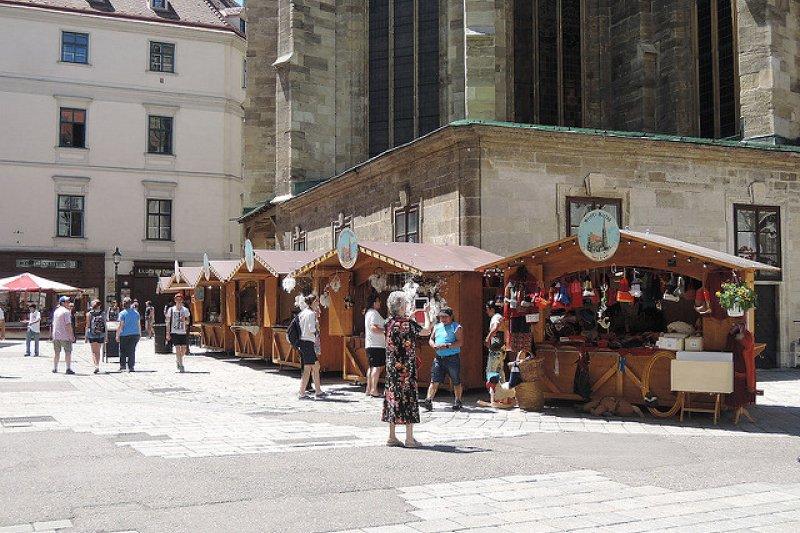 歐洲店家都早早打烊,要怎麼逛街啊?營業時間的長短也是大家一直爭論的問題...(圖/Farah_Tsai@flickr)