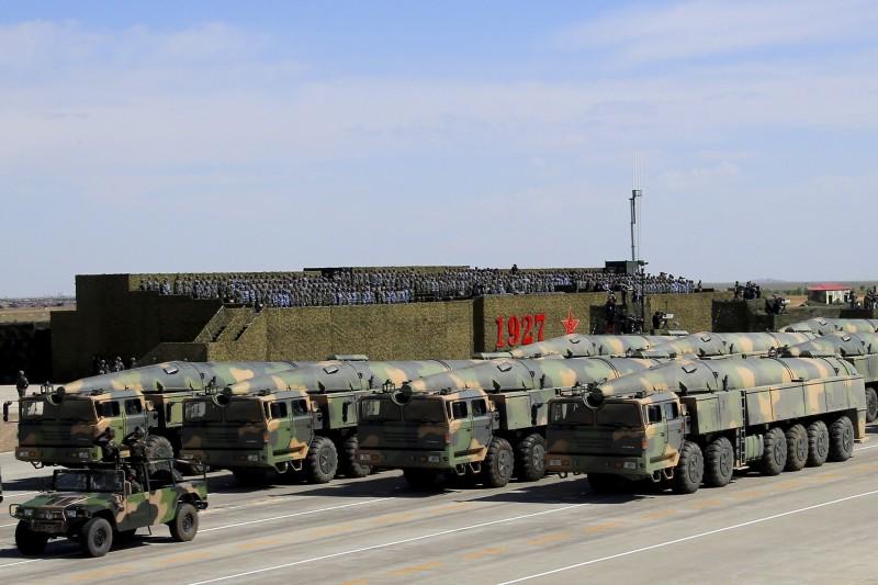 中國人民解放軍為慶祝建軍90周年,在內蒙古朱日和基地舉行大閱兵,展示新型「東風-31AG」洲際彈道飛彈(AP)