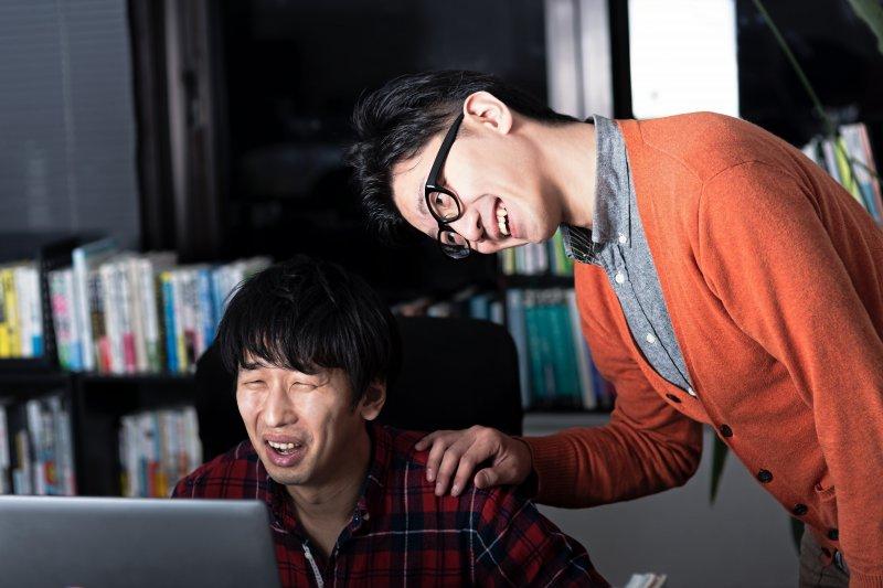 知名創意人、廣告導演盧建彰,點出台灣社會對創意最大的傷害,就是要求快速又不停砍價。(圖/すしぱく@pakutaso)