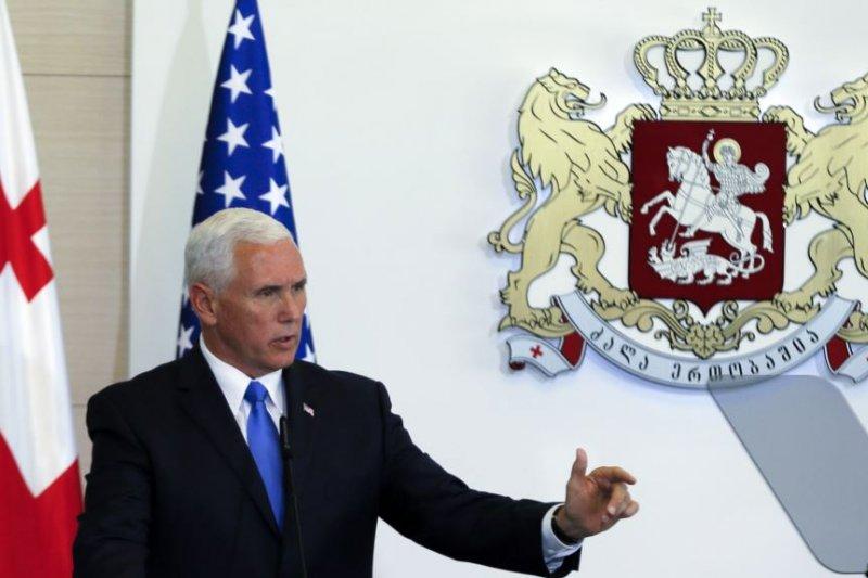 美國副總統彭斯8月1日在格魯吉亞首都第比利斯的記者會上。(美國之音)