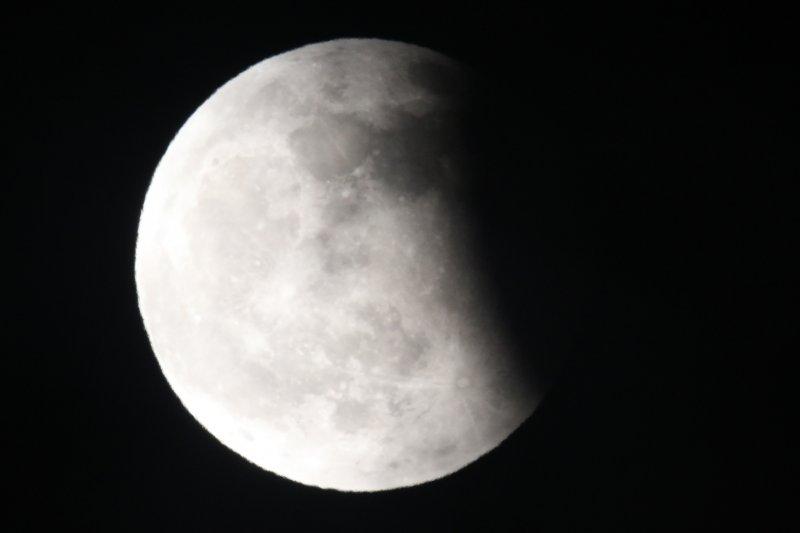 本次月偏食「食甚」時的景象。(台北市立天文科學教育館提供)