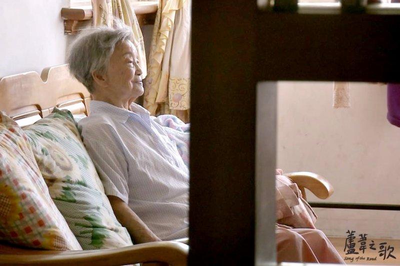 阿嬤們70年來只盼日本一個正式的道歉,但比起日本政府來說,她們或許還有一個更無法原諒的人..(圖/蘆葦之歌 慰安婦阿嬤光影紀實@facebook)