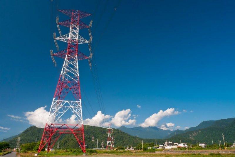 作者認為,政府可以賭賭在未來兩週和平輸電塔修復前,西部輸電系統都平安無事。否則即使全系統供電勉強有餘裕,北部會因為發生輸電事故而導至無預警限電。 (取自Panoramio)