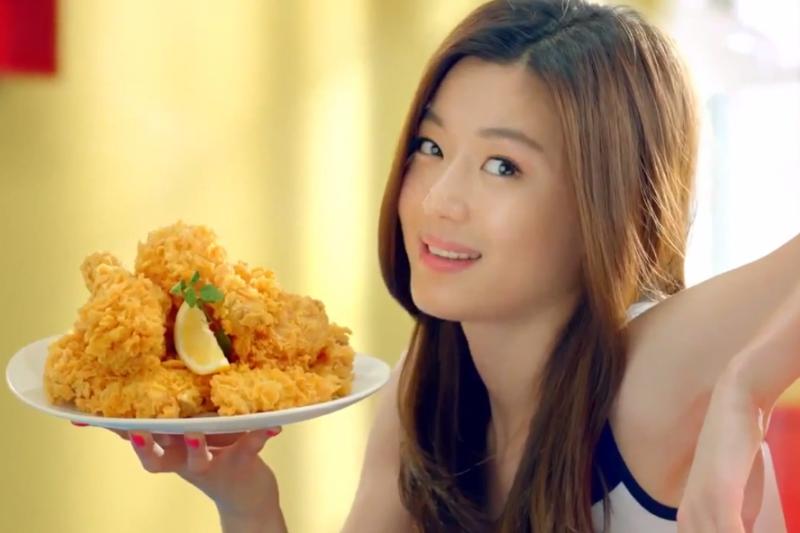 韓劇《來自星星的你》帶起炸雞配啤酒的風潮!(示意圖/翻攝自youtube)