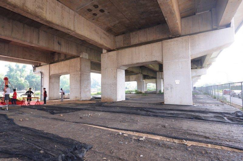桃園市政府活化國道二號橋下空間,其中玉山街以東將設冒險挑戰遊樂場。(圖/桃園市政府提供)