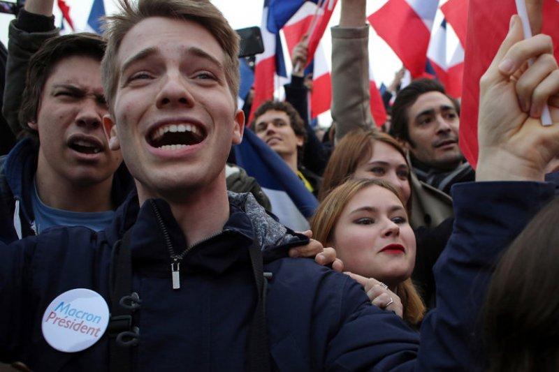 法國總統馬克宏競選時承諾要改善失業率,吸引許多年輕選民(AP)