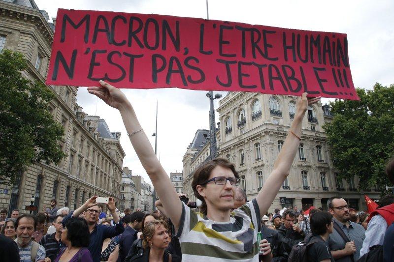 法國總統馬克宏準備全面翻修勞動法規,引發工運團體抗議(AP)