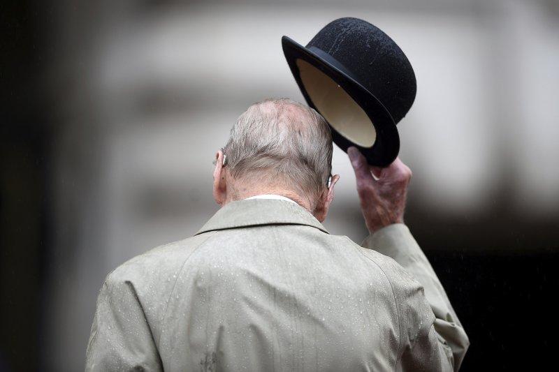 愛丁堡公爵、菲利普親王(Prince Philip)2日最後一次履行王室公務,正式宣告退休。(美聯社)