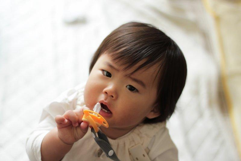孩子不聽話的時候該怎麼教?蒙特梭利專家建議家長學學「兩個選擇」。(圖/MIKI Yoshihito@Flickr)