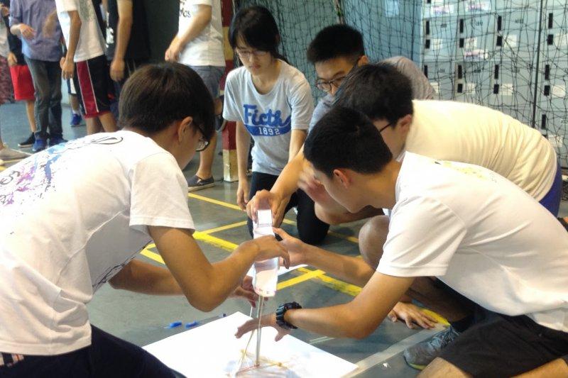 「智慧鐵人創意競賽」5日上午在國立台灣大學開始72小時不間斷競賽,強調學以致用,將課本知識應用於日常生活,展現多元和綜合能力的特質。(取自智慧創意鐵人競賽官網)