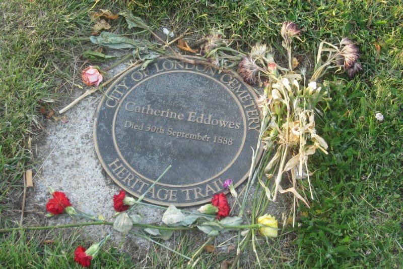 凱薩琳.艾道斯在倫敦東部墓園之墓(Matt Brown@Wikipedia/CC BY 2.0)