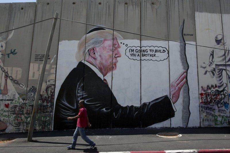 伯利恆隔離牆上的川普塗鴉。(美聯社)