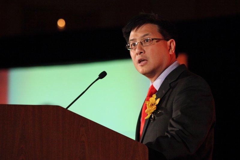 台灣移民第2代的加州財務長江俊輝將角逐加州州長大位(AP)