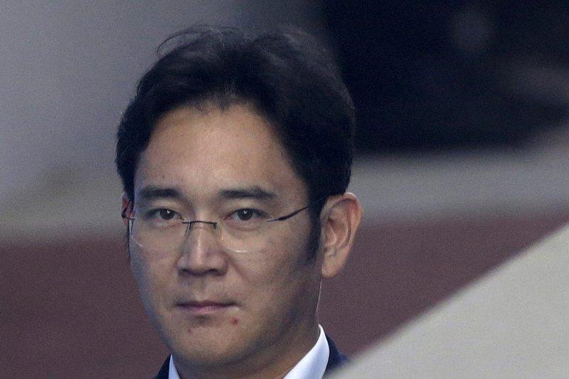 南韓三星電子副會長李在鎔因涉嫌向前總統朴槿惠親信崔順實行賄433億韓元,7日被檢方提請判處有期徒刑12年(AP)