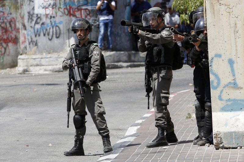 在巴勒斯坦約旦河西岸城市伯利恆巡邏的以色列軍人(AP)