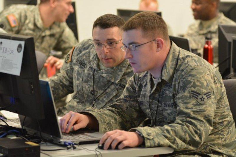 英國軍隊察覺現代戰爭趨勢,組建專責社交媒體網路心理戰的「鍵盤戰士」。(示意圖/US Army官網)