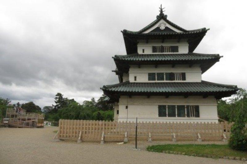 遊客可在照片左方的臨時瞭望台拍攝天守閣。(圖/作者攝|想想論壇提供)
