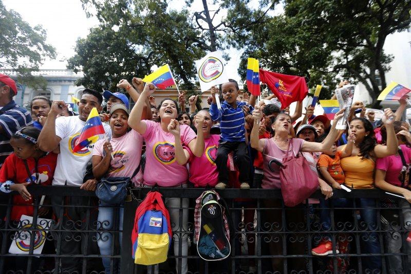 委內瑞拉制憲大會造成社會嚴重對立分裂,這是支持者在慶祝選舉結果(AP)