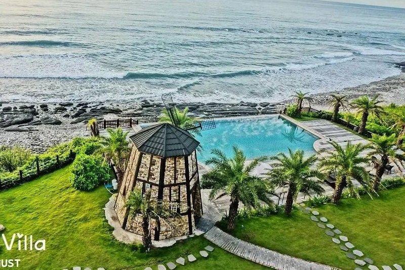 天海一線的無邊際泳池美景盡收眼底,讓度假心情更加輕鬆愉悅。(圖/斯圖亞特海洋莊園@facebook)