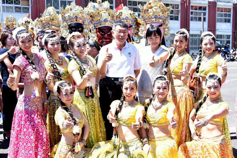 台北市長柯文哲日出席「世大運812妝遊嘉年華踩街活動宣傳記者會」。(台北市政府提供)